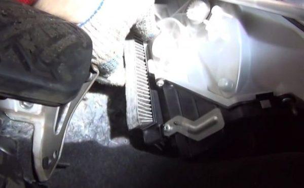 замена салонного фильтра ниссан икстрейл