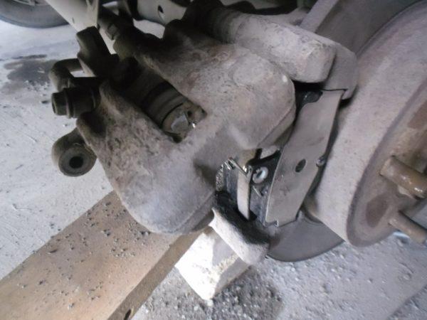 замена тормозных колодок ниссан примера